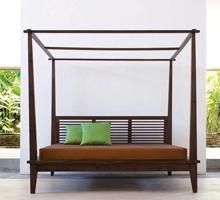 Komodo Canopy Platform Bed